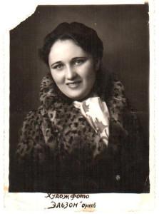 4) Elena Muzicenco, mama mea, nepoata lui G.Muzicescu