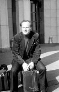 Иосиф Бродский в ленинградском аэропорту «Пулково» в день эмиграции. 4 июня 1972 года© М. И. Мильчик