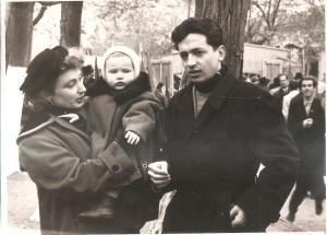 наша семья - Сергей и я с Иринкой на руках. 7. 11 1957.