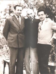 1949 г.     Александр Григорьевич с сыновьями.