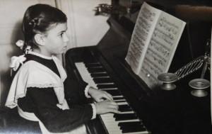 Юная пианистка.jpg