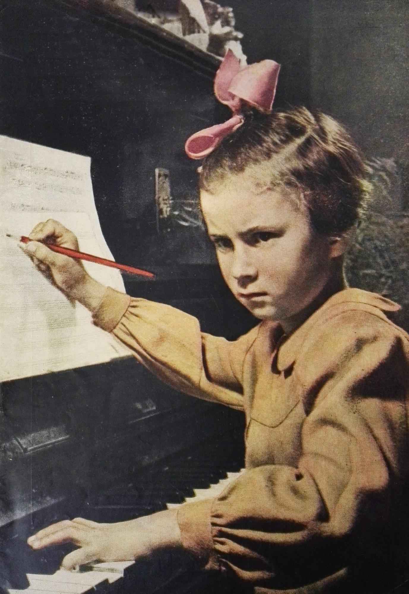 Юный композитор Таня Тарасенко, 1951 / Фото из семейного архива Вадима Рогалина