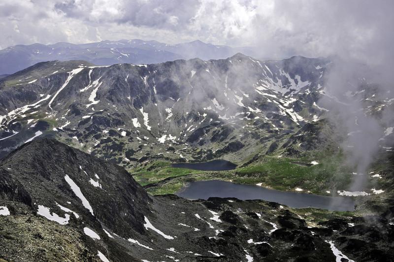 Ледовые озёра Букура и Ана. Вид с пика Пелига