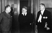 М. Литвинов, М. Калинин, посол Китая в СССР Янь Дзе, 1938 г.