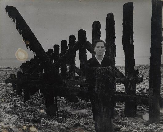 11_Аньес Варда. Добро пожаловать в Вёль-ле-Роз. 1954 год. Из серии «Воспоминание о выставке 1954 года». Предоставлено художником и галереей Натали Обадиа, Париж/Брюссель © Аньес Варда