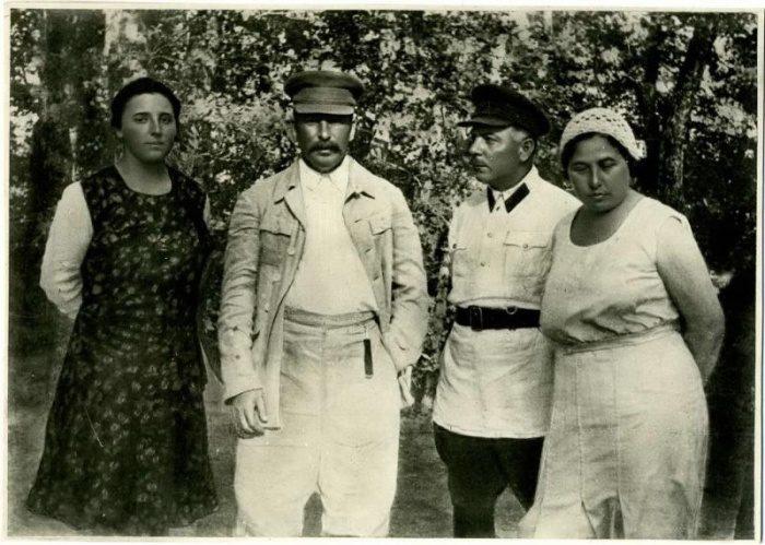 Надежда Аллилуева, Иосиф Сталин, Климент Ворошилов и Екатерина Ворошилова