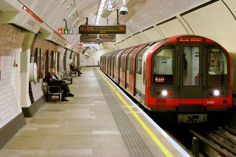 1992 stock Tube train at Lancaster Gate station, London
