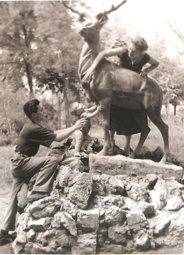 В городском парке втроем, 1957 г. / Фото из семейного архива И. Б. Милютиной