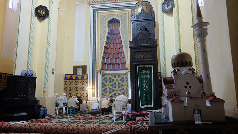 Молитва в Большой мечети Констанцы, построенной по приказу короля Кароля I в 1910 г. / Источник: Максим Эдвардс / Аль Джазира