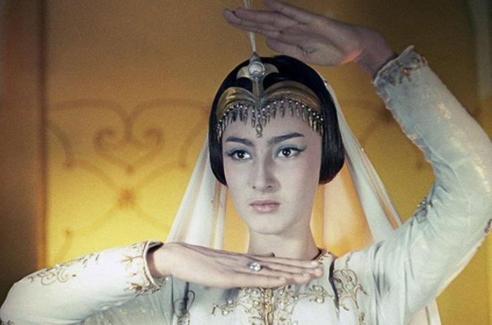 Кадр из фильма «Волшебная лампа Аладдина». Додо Чоговадзе в роли царевны Будур | Фото: nastroy.net