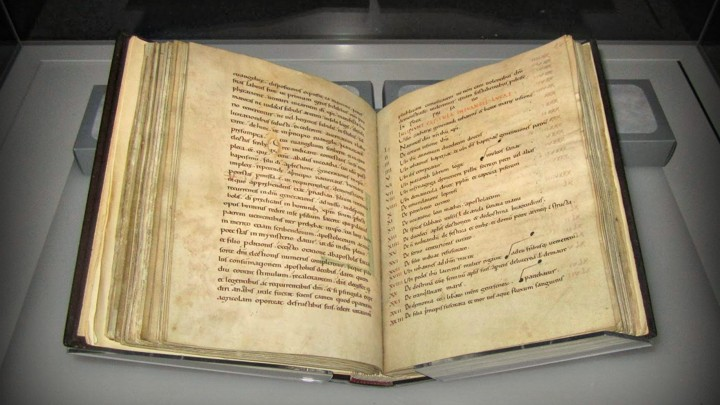 Йоркские Евангелия. Фото из Йоркского собора.