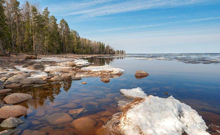 Тающий лёд на Онежском озере в Прионежском районе Республики Карелия./© РИА Новости, Игорь Подгорный