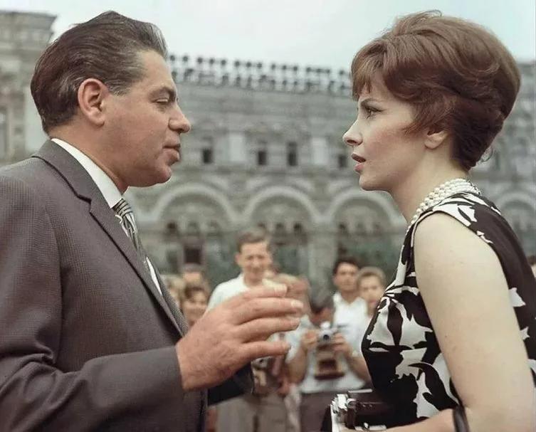 Джина Лоллобриджида и Аркадий Райкин на Втором Международном кинофестивале в Москве. 1961 год              © РИА Новости, Борис Кауфман