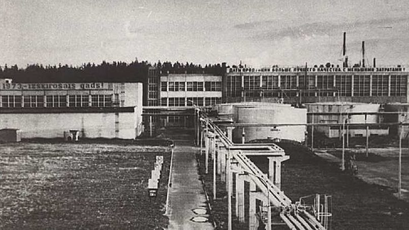 В Латвии на биохимическом заводе с лёгкой руки вирусологов впервые в СССР началось производство лизина