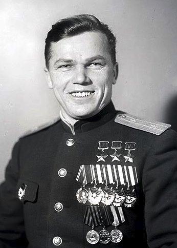 Иван Никитович Кожедуб (1920 — 1991) — советский военачальник, лётчик-ас