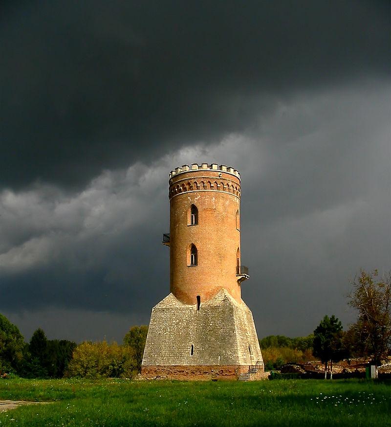Внутри Княжеского двора возвышается Оборонная башня, знаменитая Башня Киндией / Turnul Chindiei, simbolul orașului CristianChirita - Operă proprie