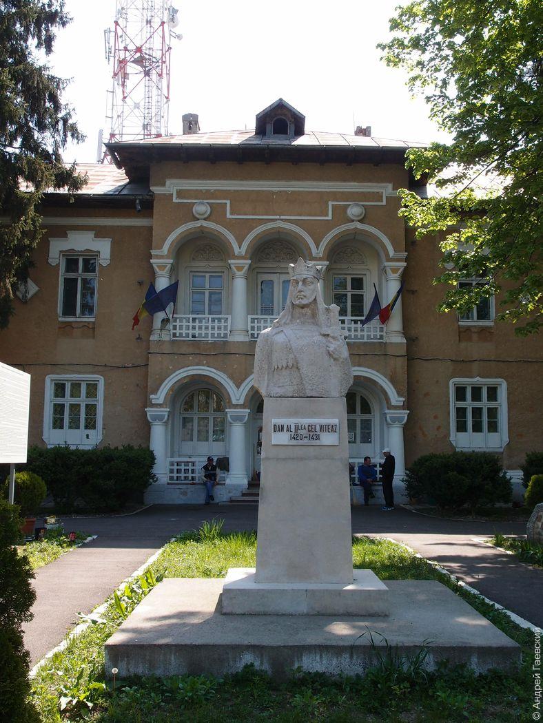 Музей в  воинской части, где казнили супругов Чаушеску