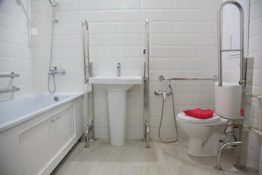 Спекуляция на реновации: в какие квартиры переселяют пенсионеров (и прочих