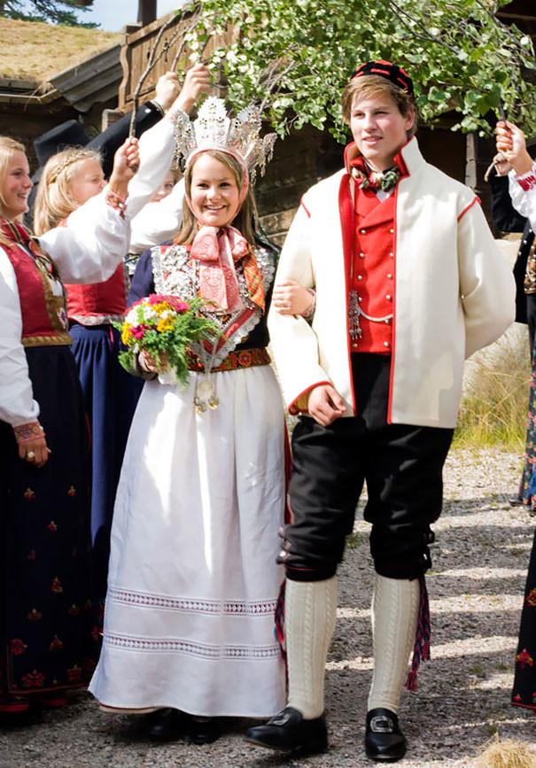 Как-выглядят-традиционные-свадебные-наряды-разных-народов-мира-14