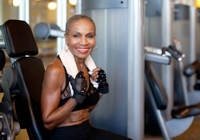 Самой-мускулистой-бабушке-в-мире-исполнилось-80-лет-1