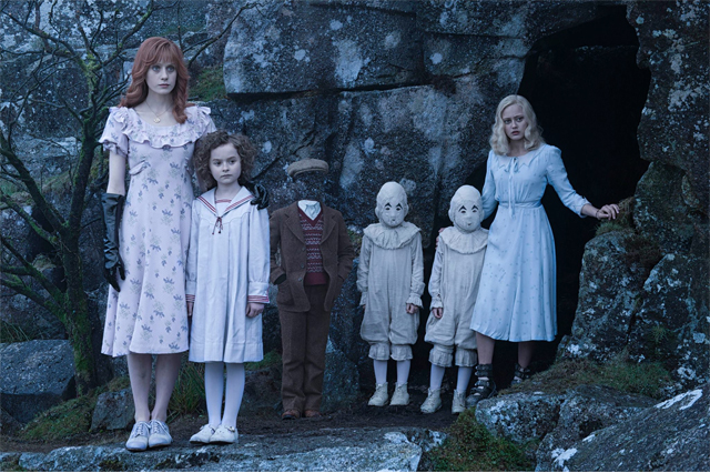 MISS-PEREGRINES-HOME-FOR-PECULIAR-CHILDREN-First-Look-7