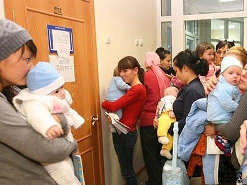 Если за больным ребенком ухаживают несколько членов семьи по очереди