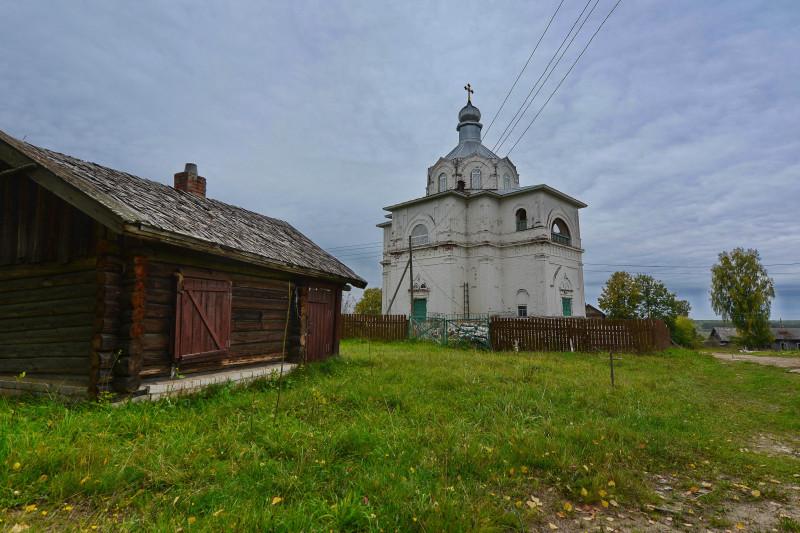 Закрыта была церковь в 1941 г. (по др.данным в 1927), занята под склад. Восстановлена в 1998-2000 гг..