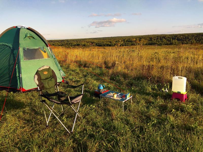 Палаточный лагерь на закате