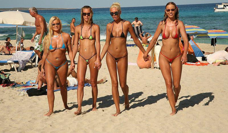 Видео ролики бесплатно женщин в возрасте на пляже фото 224-421