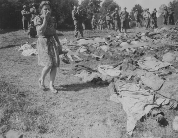 Зуттроп. Западная Германия. 3 мая 1945 г. 57 русских остарбайтеров были расстреляны эсэсовцами при отступлении и закопаны в лесу в братской могиле. Могилу обнаружили .