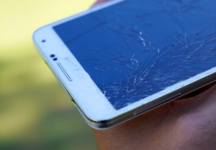 Samsung-cracked-screen-aa-10.jpg