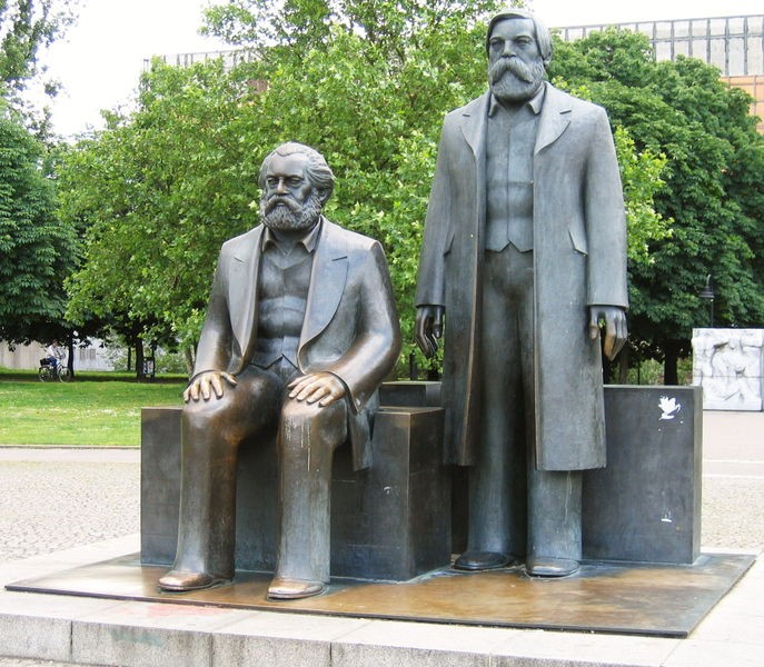 687px-Marx_Engels_Denkmal_Berlin