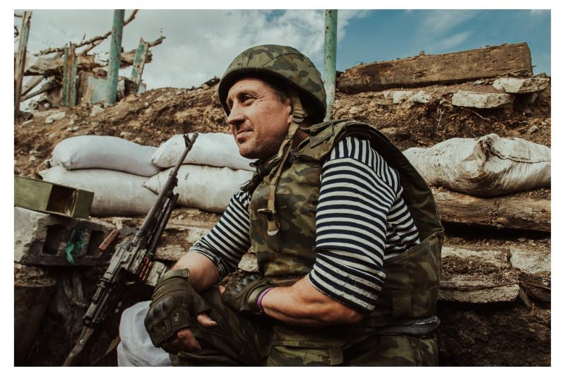 Военнослужащий подразделения ДНР в окопах Авдеевской промзоны. 2017