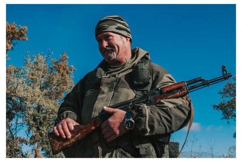 Ополченец ЛНР во время обмена пленными. 2015