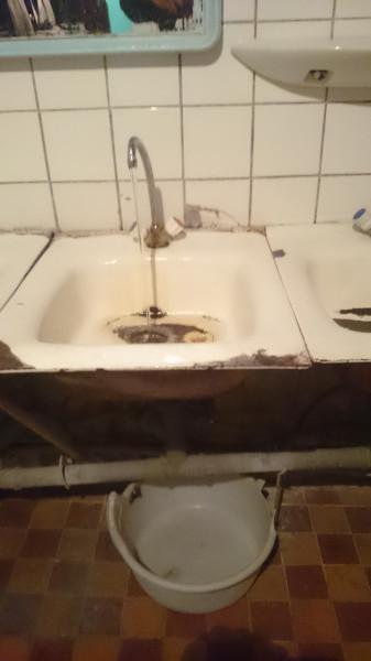 Стриптизер подругами смотреть женский туалет в общаге италия