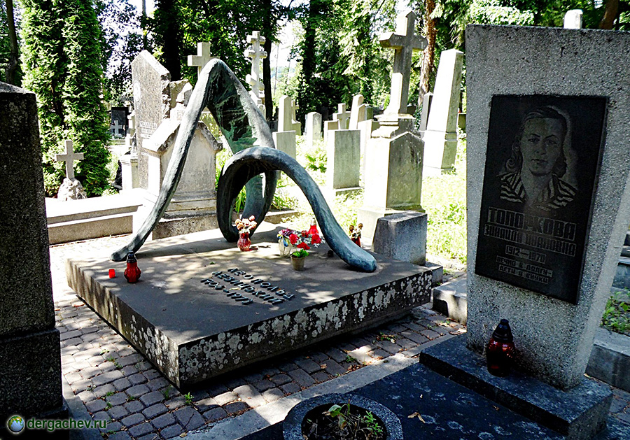 Памятник на могилу Харабали Мраморные розы Улица Горчакова