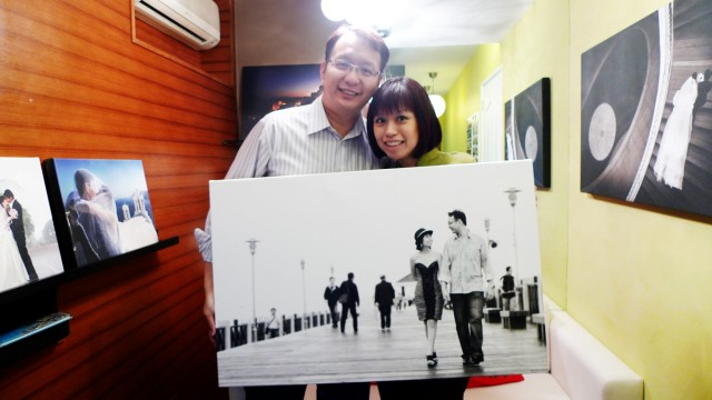 Wilson and Melinda collecting their fine art canvas print from my office for their 10th anniversary dinner celebration.