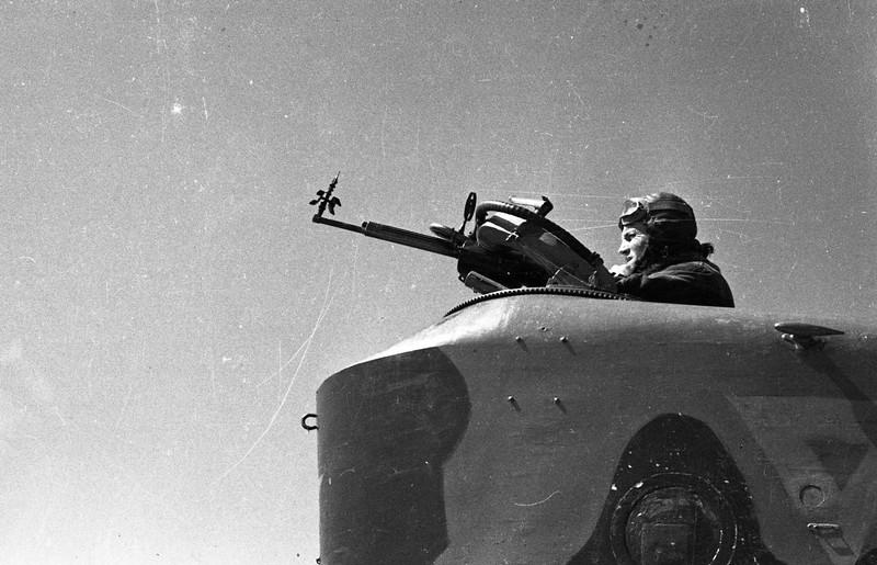 Озерский И.А.. Негативы сюжетные. Гидрокабина и носовая часть самолёта МБР-2. 1942