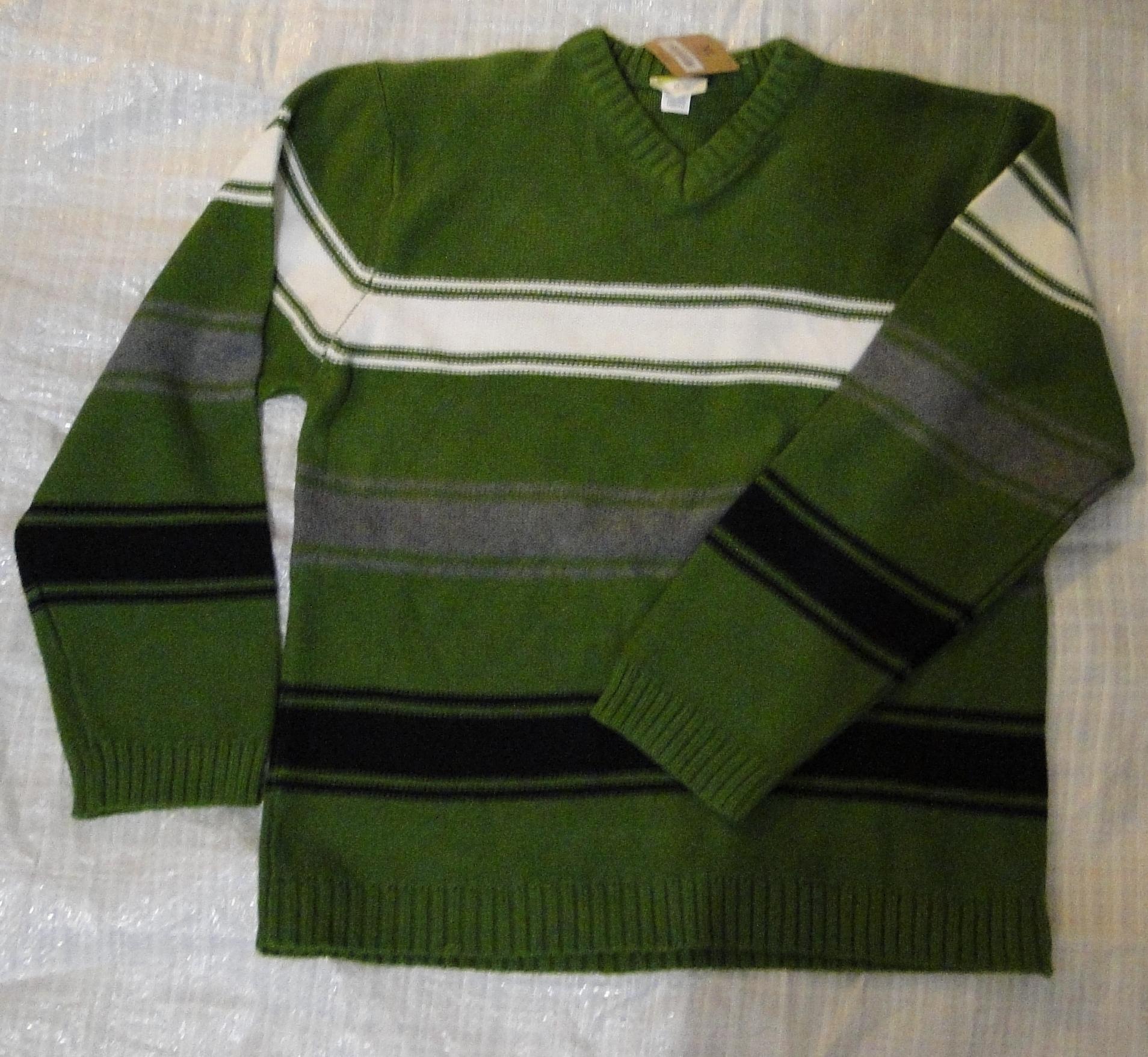 зеленый свитер1