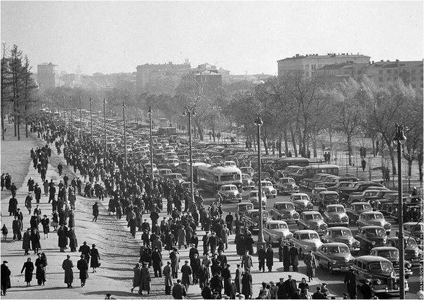 Москва. Пробка на Ленинградке в 1949 году.