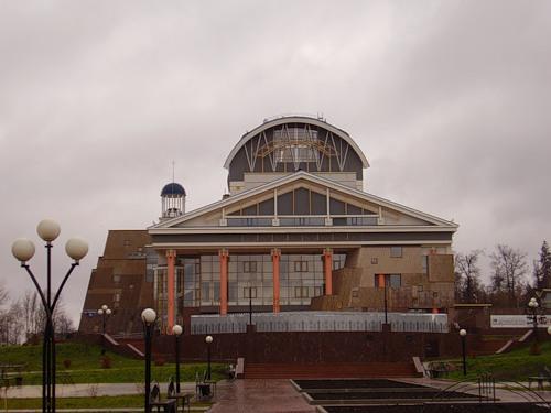 Здание драматического театра. Вид спереди.