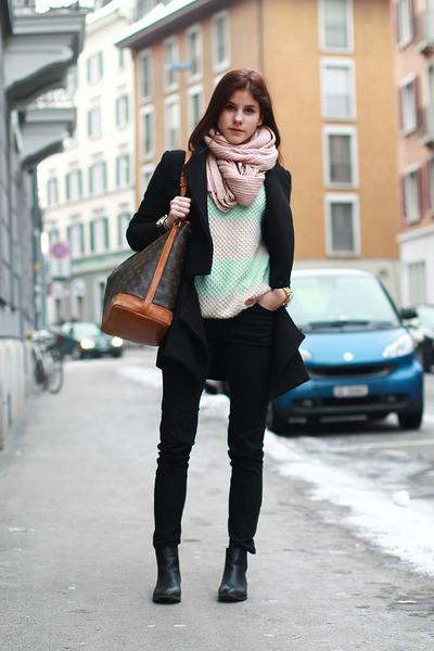 black-anna-field-boots-black-spliced-coat-louis-vuitton-bag_400
