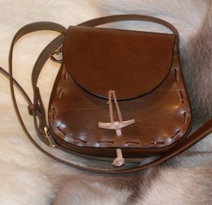 classic saddle shoulder bag leather1