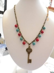 handmade-red-blue-gemstone-beads-bronze-key-charms-chain-pendent-necklace-539083