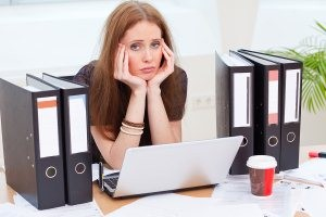 Woman-in-bad-mood-in-office