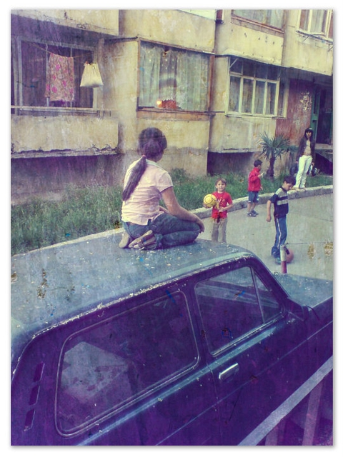 Девочка на машине