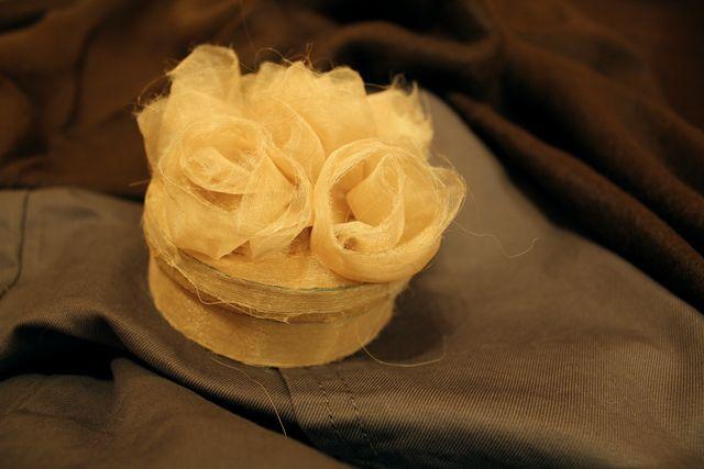 Подарочная упаковка с розами из органзы