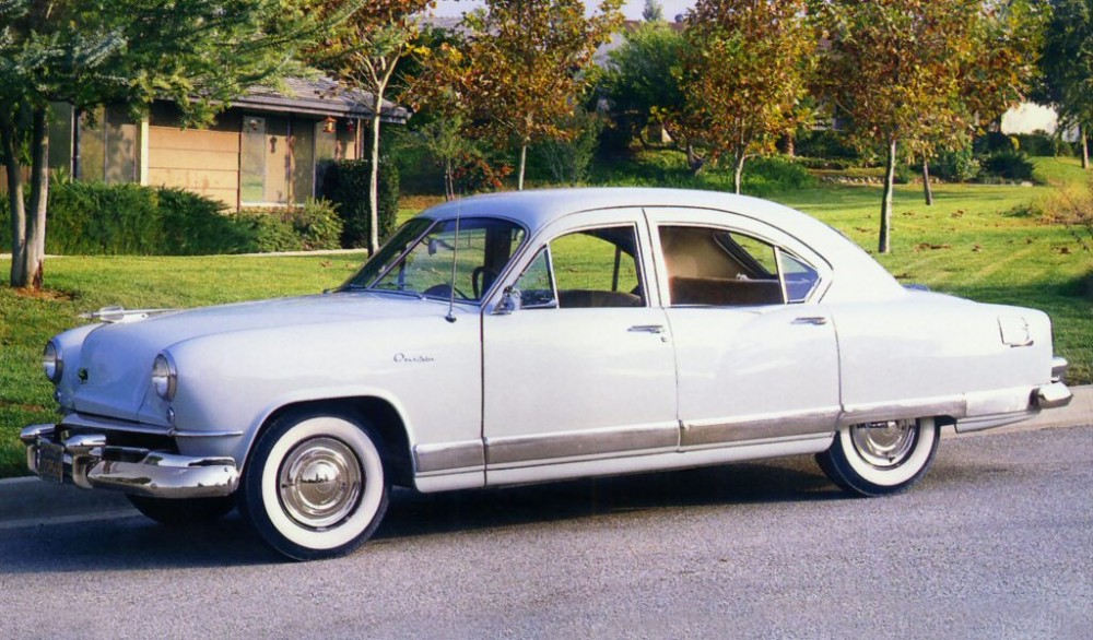 1951 Kaiser DeLuxe Traveler 4-Door Sedan Light Grey Frt Side