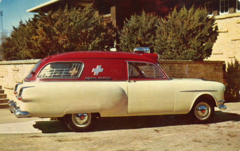 1953 Henney-Packard Junior Ambulance_o