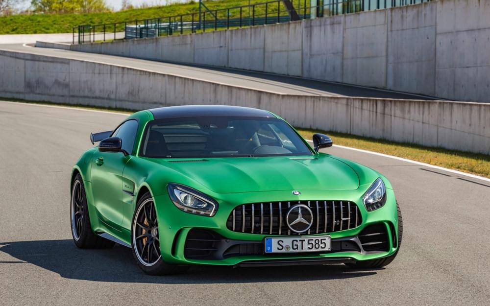 2017-Mercedes-AMG-GT-R-Static-3-1280x800